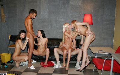 Фото №8 Оргия на студенческой вечеринке
