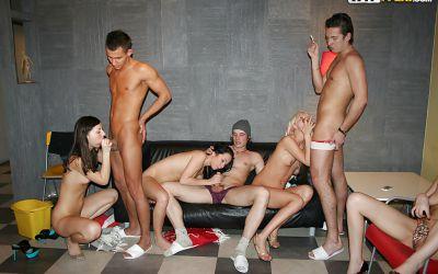 Фото №9 Оргия на студенческой вечеринке