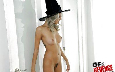 Фото №15 Привлекательная колдунья разделась и засветила волосатую киску