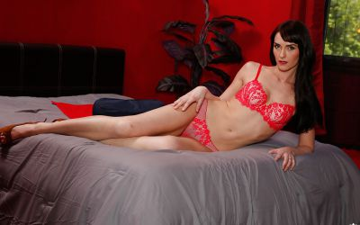 Фото №5 Мамаша Bianca Breeze сняла красное белье и показала волосатую промежность