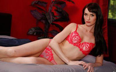 Фото №6 Мамаша Bianca Breeze сняла красное белье и показала волосатую промежность