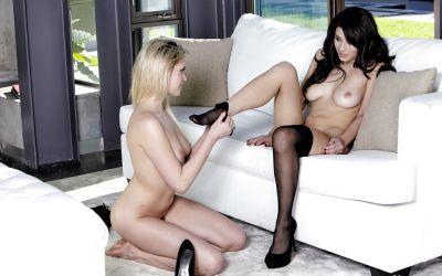 Фото №8 Блондинка Mia Malkova и брюнетка Raven Rockette занимаются лесбийским сексом