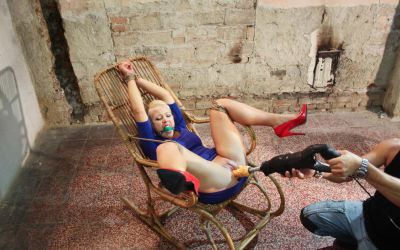 Фото №11 Жестко довел милфу до оргазма секс машиной