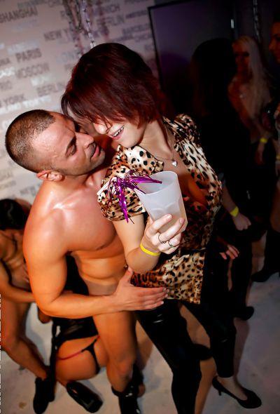Фото №16 Оргия с шаболдами в ночном клубе