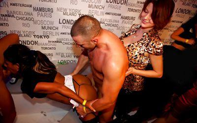 Фото №4 Оргия с шаболдами в ночном клубе