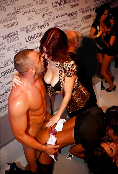 Фото №5 Оргия с шаболдами в ночном клубе