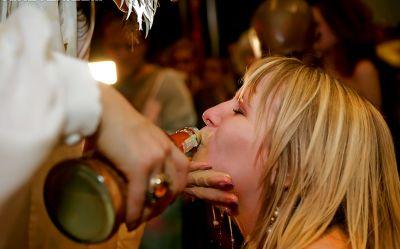 Фото №3 Оргия в ночном клубе с неграми и шлюхами